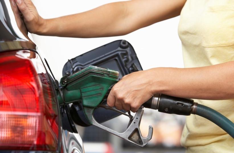 Filling up gas (photo credit: INGIMAGE / ASAP)