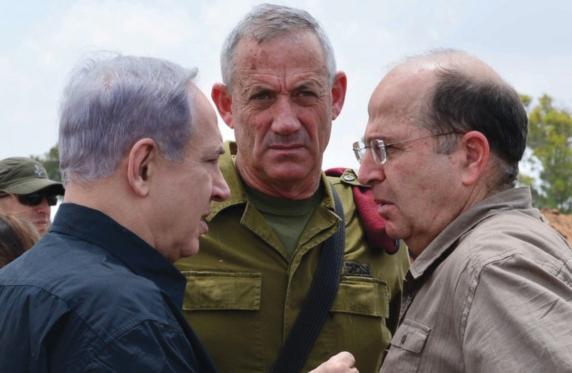 Rencontre Netanyahou Gantz Yaalon (photo credit: KOBI GIDEON/GPO)