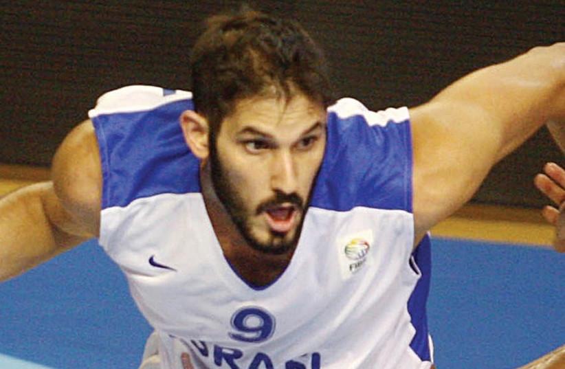 Omri Caspi on the court.  (photo credit: ISRAEL BASKETBALL ASSOCIATION)