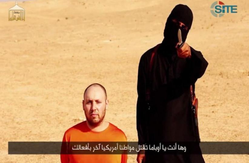Slain journalist Steven Sotloff shortly before he is beheaded by an Islamic State terrorist. (photo credit: Courtesy)