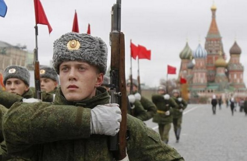 Russian servicemen representing the Kremlin Regiment march during a military parade rehearsal in Moscow's Red Square. (photo credit: REUTERS)