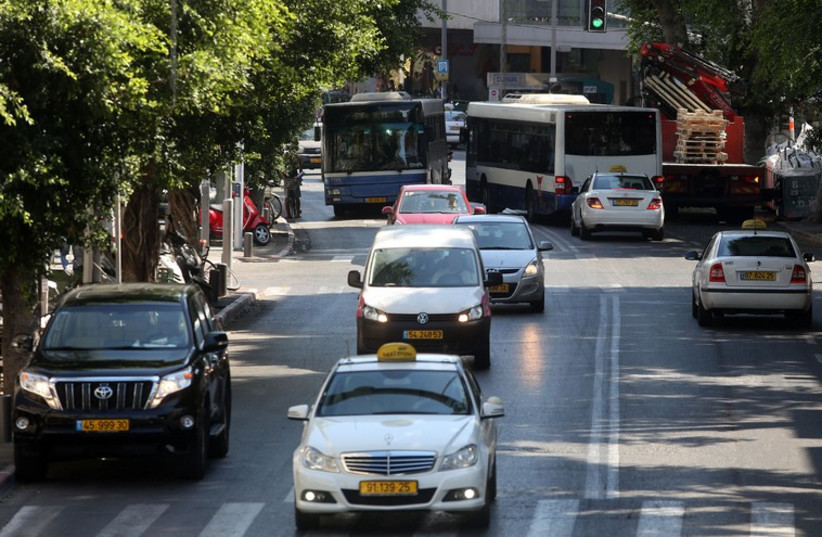Dizengoff St. traffic (photo credit: MARC ISRAEL SELLEM/THE JERUSALEM POST)