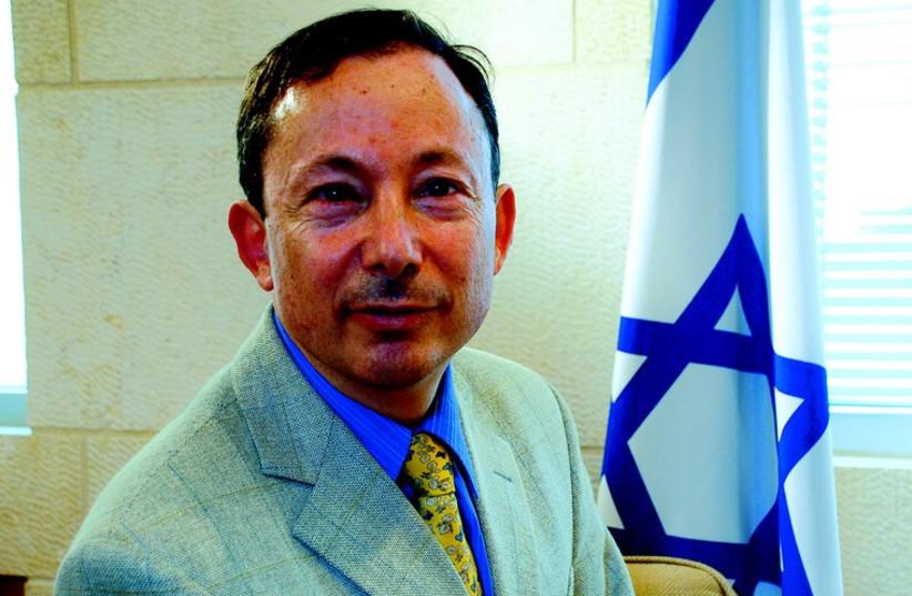 Yigal Palmor: «Chaque chose a besoin d'une interprétation. Chaque chose doit être expliquée.»  (photo credit: DR)