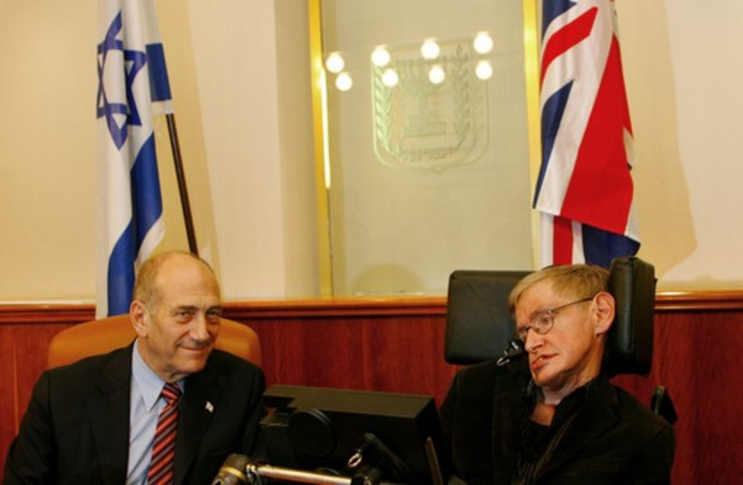 Stephen Hawking with then-prime minister Ehud Olmert in Jerusalem, 2006. (photo credit: REUTERS)