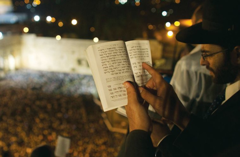 People pray ahead of Yom Kippur on the roof of a seminary overlooking the Western Wall, in Jerusalem's Old City in 2012. (photo credit: REUTERS)