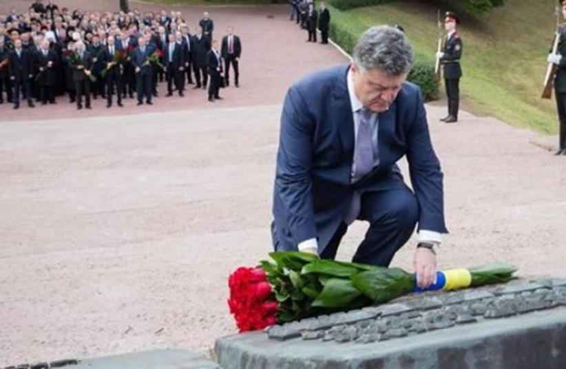 Ukrainian president Petro Poroshenko pays visit to Babi Yar, Kiev (photo credit: UKRAINE EMBASSY TEL AVIV)