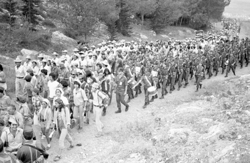 THESE MARCHERS took part in the 1975 Succot pilgrimage to Jerusalem (photo credit: COURTESY MITCHABRIM)