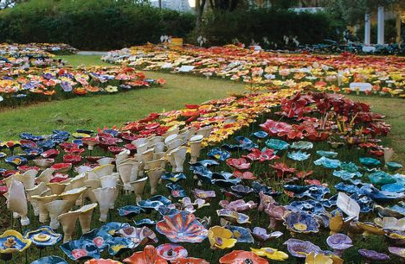 The 11,005 ceramic flowers that now adorn the lawns of the Eretz Israel Museum (photo credit: LEONID PADRUL)