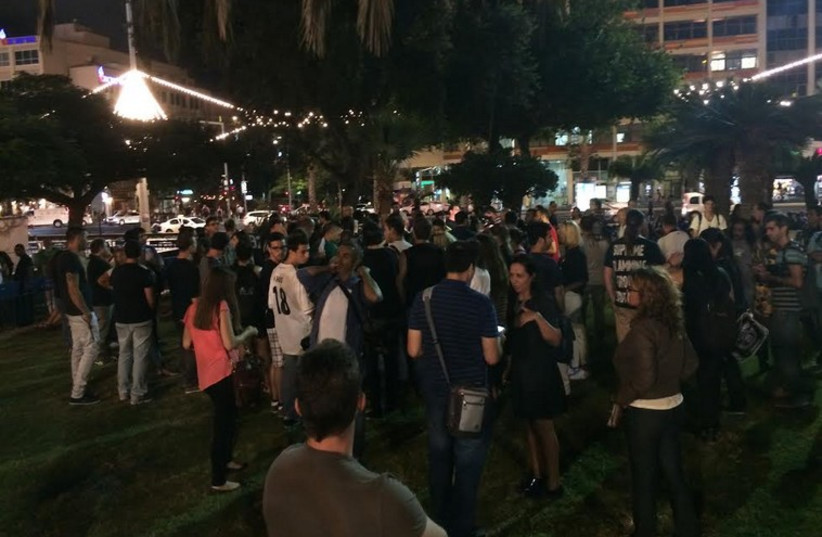 Dozens file into Rabin Square October 14 to learn about how to emigrate to Berlin (photo credit: Lahav Harkov)