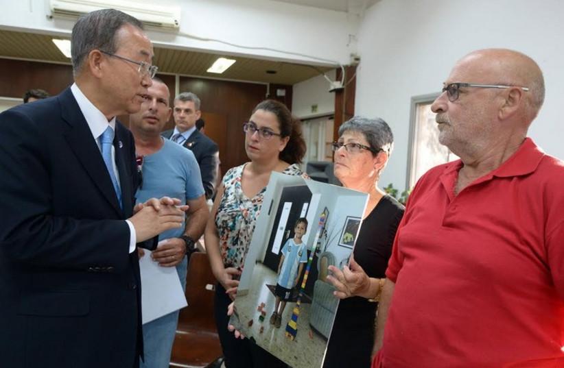 UN Secretary-General Ban Ki-moon meets with residents of Kibbutz Nirim. (photo credit: HAIM ZACH/GPO)