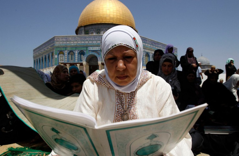 A Muslim woman prays on Temple Mount in the Old City of Jerusalem (photo credit: REUTERS)