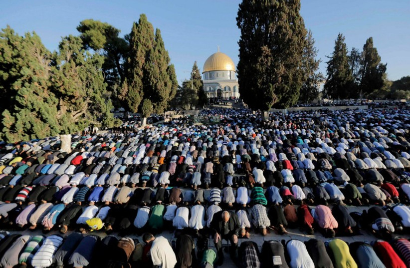 Muslims pray at Temple Mount (photo credit: REUTERS)