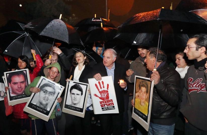 Israelis demonstrate against a Palestinian prisoner release (photo credit: MARC ISRAEL SELLEM/THE JERUSALEM POST)