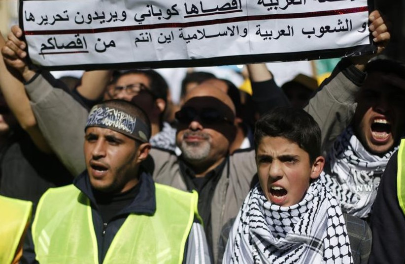 Jordanian Islamists chant anti-Israel slogans in Amman (photo credit: REUTERS)