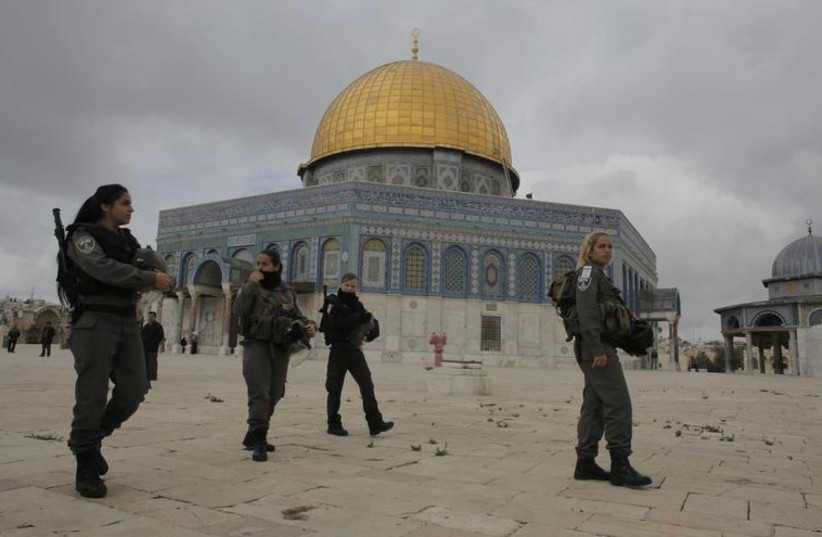 Border Police officers patrol Temple Mount (photo credit: REUTERS)