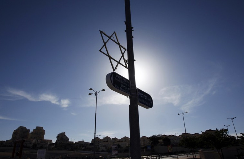 A Star of David decorates a lamp post in Maale Adumim, near Jerusalem  (photo credit: REUTERS)