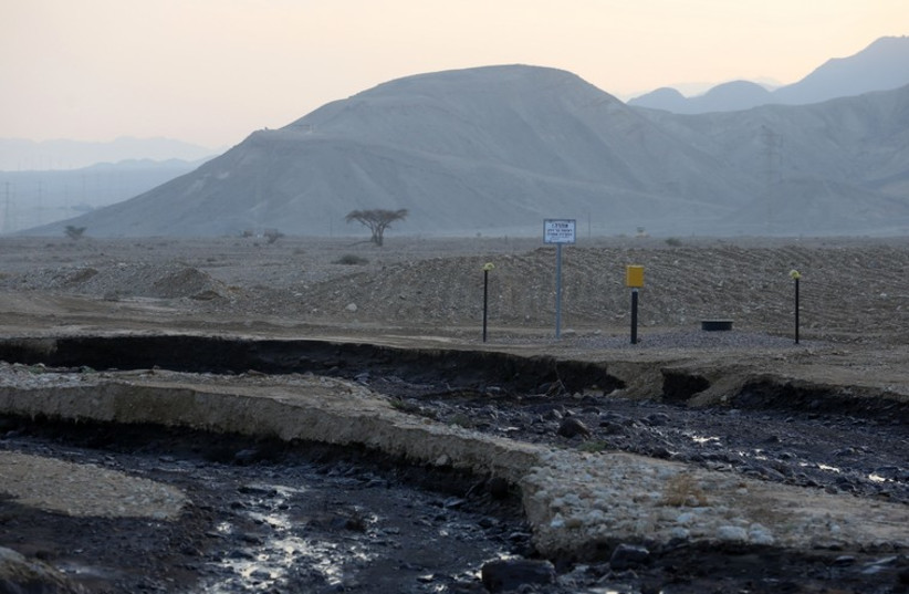 Site of the oil spill in Arava (photo credit: MARC ISRAEL SELLEM)