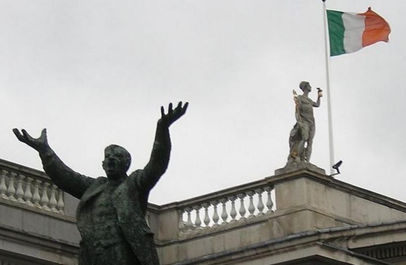 Flag of Ireland (photo credit: Wikimedia Commons)