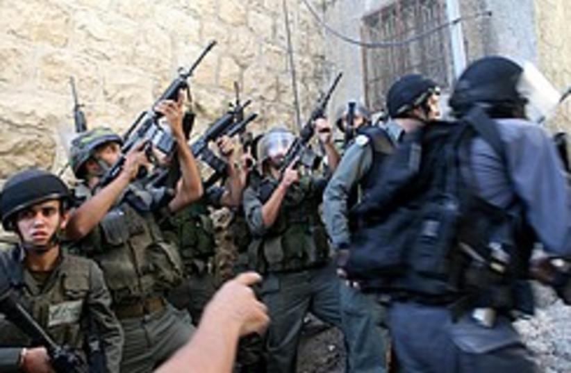 Border Policemen shhot 248.88 (photo credit: Ariel Jerozolimski)