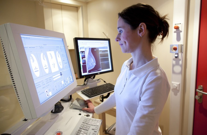 Radiology technician performs mammography test (photo credit: INGIMAGE)