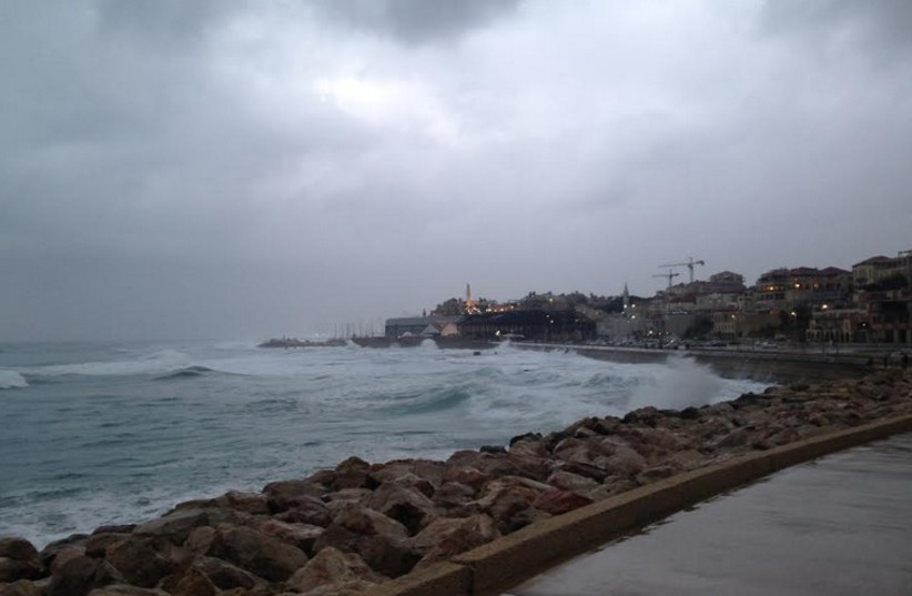 Stormy weather at Jaffa coast, January 2, 2014 (photo credit: NATHAN WISE)