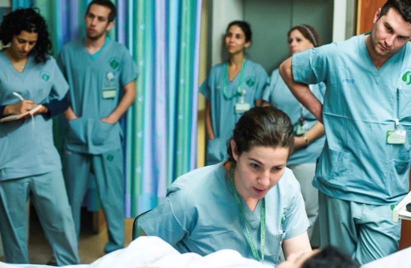 Doctors oversee patient (photo credit: DANI MACHLIS/BGU)
