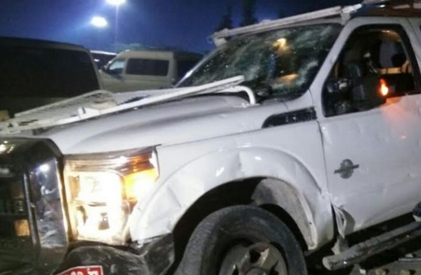 Police truck comes under barrage of rocks in Rahat, January 18  (photo credit: MAARIV)