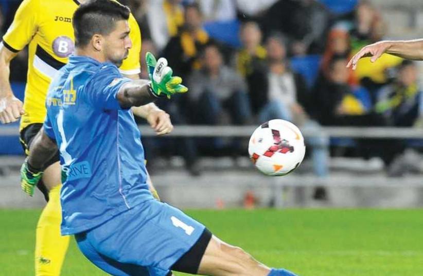 Maccabi Netanya goalkeeper Ariel Harush. (photo credit: ERAN LUF)