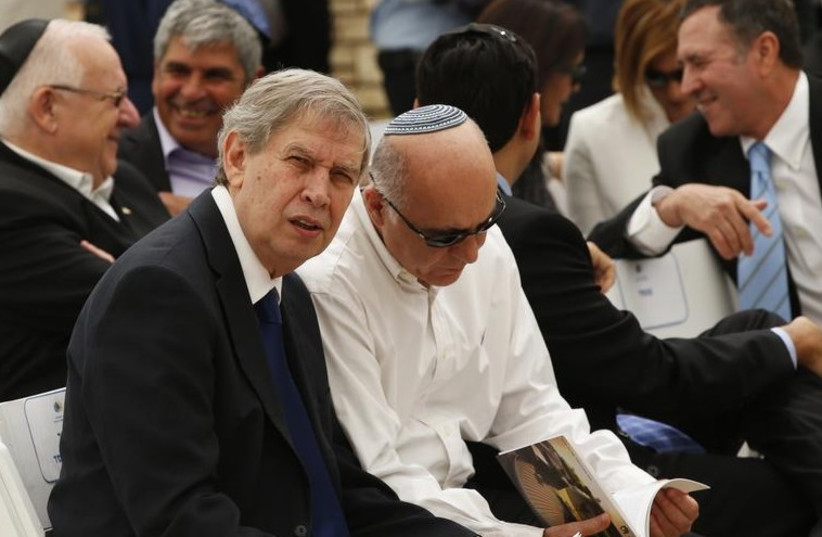 Mossad director Tamir Pardo (L) confers with Shin Bet chief Yoram Cohen (photo credit: REUTERS)