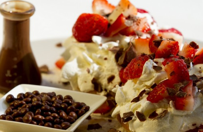 Max Brenner waffle (photo credit: COURTESY MAX BRENNER)