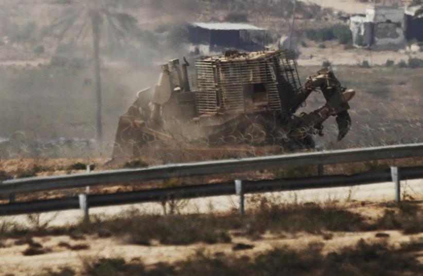 IDF bulldozer (photo credit: REUTERS)