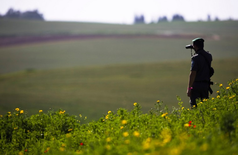 Border Police officer on patrol [Illustrative] (photo credit: REUTERS)