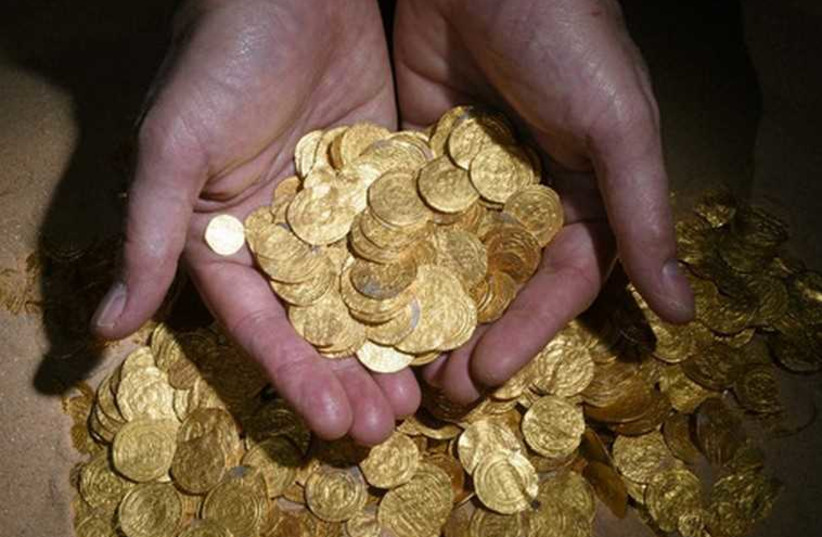 Gold coins found at ancient port in Caesarea (photo credit: CARLA AMIT- ISRAEL ANTIQUITIES AUTHORITY)