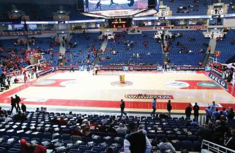 The fear of an empty arena due to inclement weather brought the Israel Basketball Association to postpone the State Cup final between Hapoel Jerusalem and Maccabi Tel Aviv by three days. (photo credit: ODED KARNI/BSL)