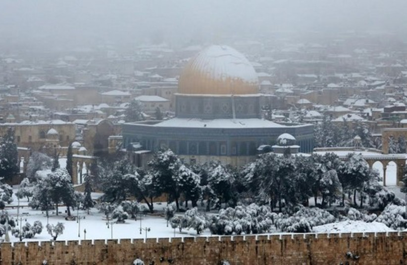 Snow in Jerusalem, February 20, 2015 (photo credit: MARC ISRAEL SELLEM)