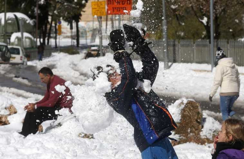 Jerusalemites revel in the snow (photo credit: MARC ISRAEL SELLEM)