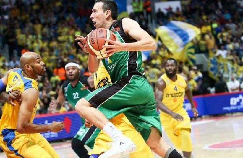 Maccabi Haifa guard Moran Roth drives to the basket (photo credit: ODED KARNI/IBA)