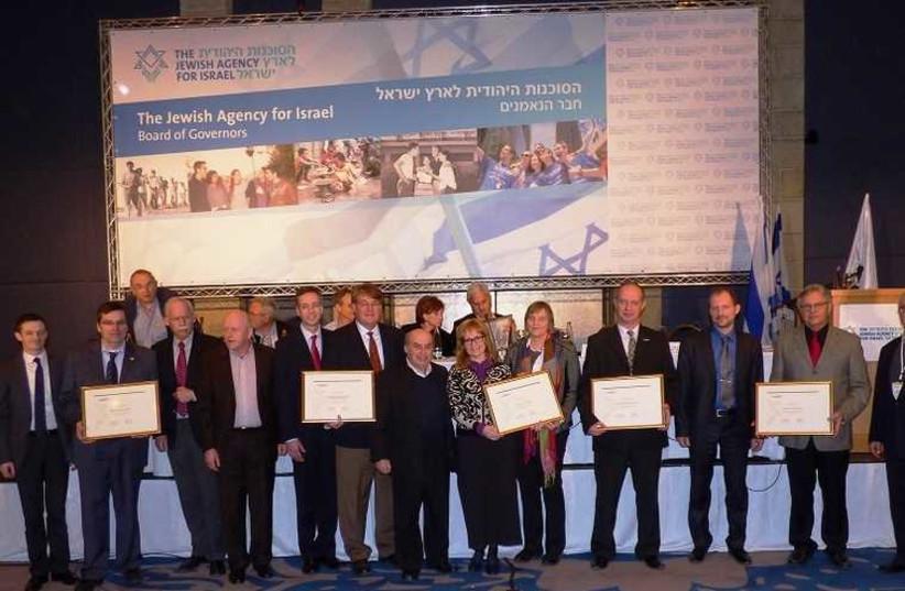 Jewish Agency Chairman Natan Sharansky presents representatives of The Jewish Agency's Christian partners with certificates of appreciation (photo credit: JEWISH AGENCY)