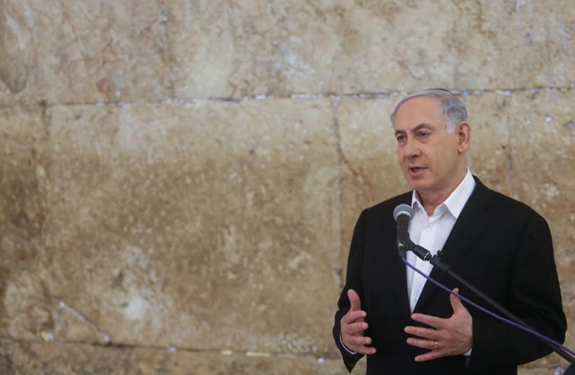 Prime Minister Benjamin Netanyahu makes a speech at the Western Wall, February 28, 2015 (photo credit: MARC ISRAEL SELLEM/THE JERUSALEM POST)