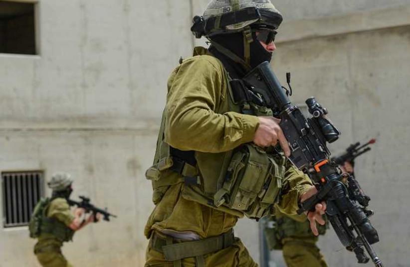 IDF soilder prepares for battle (photo credit: IDF)