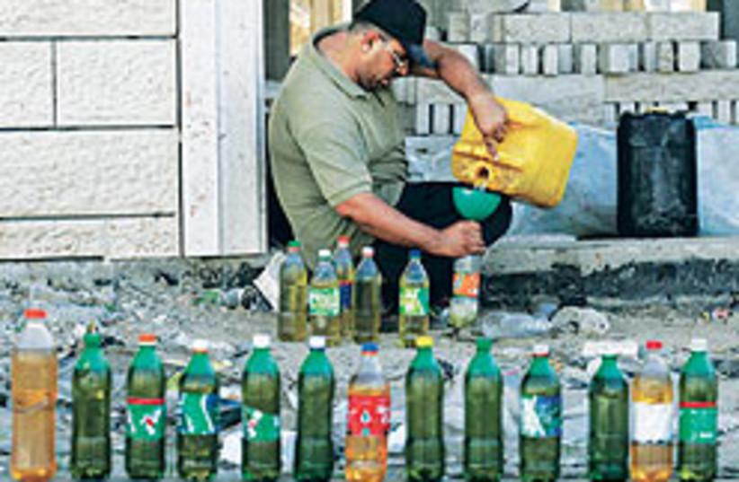 Gaza vendor 88 248 (photo credit: )