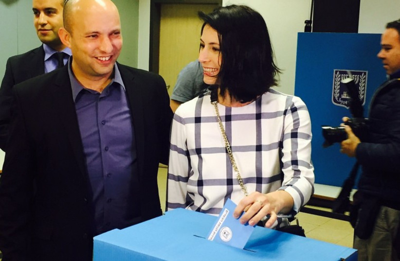 Bennet and wife cast their votes  (photo credit: GUR DOTAN)