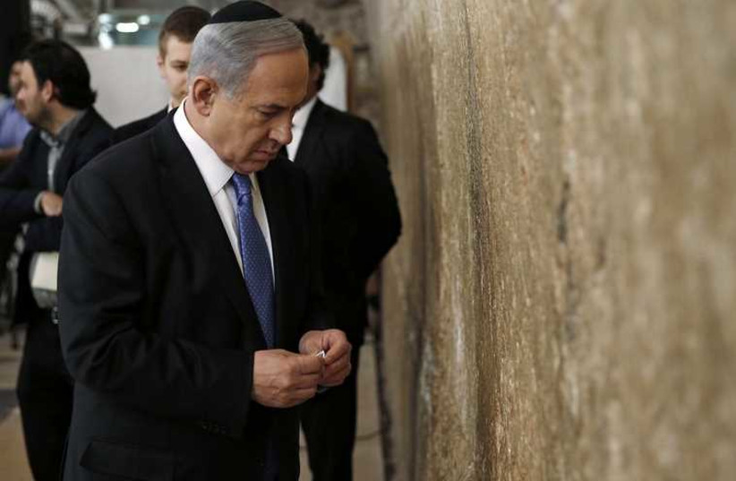 Netanyahu at Western Wall (photo credit: REUTERS)