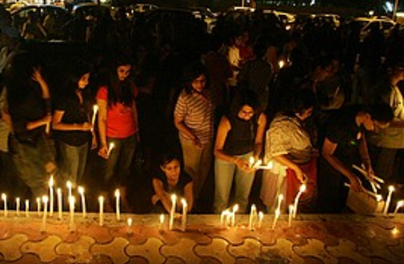 candle-lit vigil mumbai 298 ap (photo credit: AP)