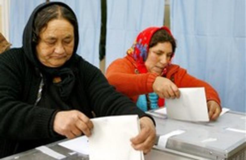 Romanian Gypsy voting 248 ap (photo credit: AP)