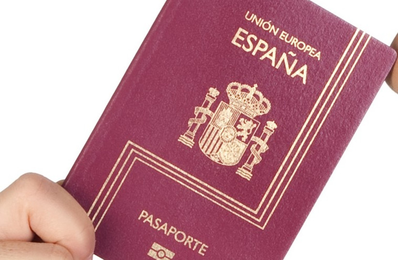 The cover of a passport from Spain (photo credit: ING IMAGE/ASAP)
