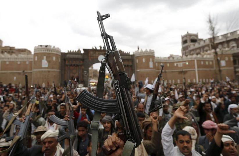 Shi'ite Muslim rebels in Sanaa, Yemen, March 26, 2013 (photo credit: REUTERS)