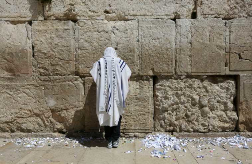 Pessah cleaning at Western Wall (photo credit: MARC ISRAEL SELLEM/THE JERUSALEM POST)