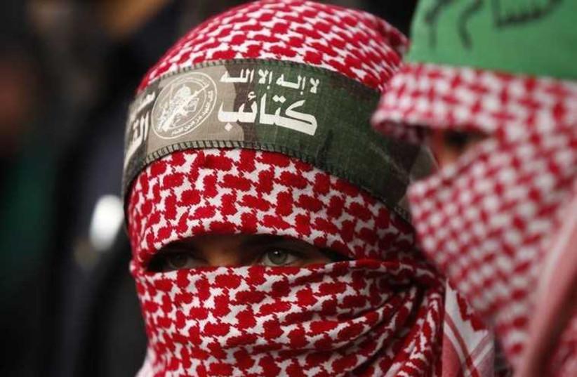 Niña palestina celebra el aniversario número 27 de Hamás(Credito: REUTERS) (photo credit: REUTERS)