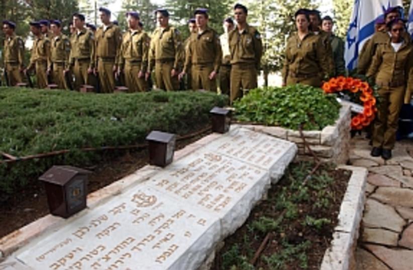 mahal volunteer funeral  (photo credit: Ariel Jerozolimski)